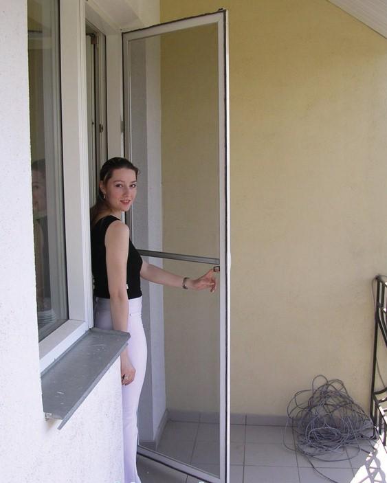 Как вставить москитную сетку на алюминиевом балконе..